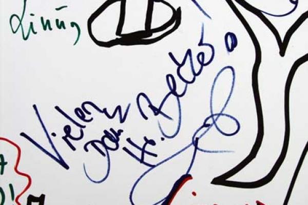 visitors-graffiti-20BEF6EE69-0F4B-819F-A307-9927999063CC.jpg